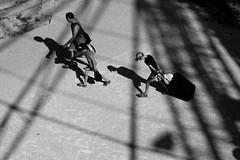 Le fardeau (bong.13) Tags: avignon vaucluse provence france people sonyrx100 street sun soleil ombre lumire urban noiretblanc blackandwhite ville rue lignes lines