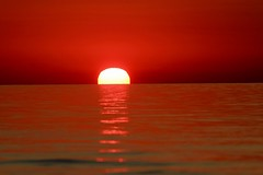 Sunrise in red ... Lever du soleil en rouge (gmayster01 on & off ...) Tags: serene sunrise red rouge summer gmayster01 gmayster guymayerphotography flickr lakeontario greatlake leverdusoleil rougelacontario lumineux toronto ontario canada