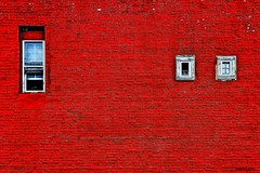 ROJO CON TRES VENTANAS (panache2620) Tags: red color vivid candid embossed windows eos 70d canon