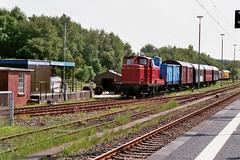 V60 (260 555-8) der Museumseisenbahn Kstenbahn Ostfriesland (m66roepers) Tags: filmphotography analog 35mm fujifilms fujifilm superia itsnotacapture museumbahn ostfriesland v60 diesellocomotive