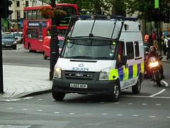 BTP A98 (kenjonbro) Tags: uk white london ford westminster transport trafalgarsquare police transit vehicle british charingcross 2007 response sw1 unit armed 140 rwd a89 britishtransportpolice kenjonbro t350l fujihs10 lx07agv