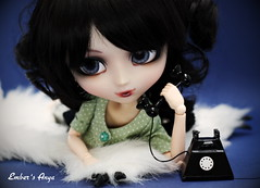 Anya on the phone to Scarlett (pure_embers) Tags: uk red dark eyes dolls phone telephone gothic hood rug pullip bloody pure anya embers realistic leeke obitsu leekeworld