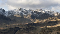 Scafell Pike and Ill Crag from Hard Knott (Nick Landells) Tags: winter mountain snow mountains pen lakedistrict cumbria fells scafell scafellpike fell eskdale greatend uppereskdale mickledore illcrag broadcrag greatmoss