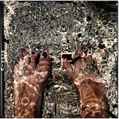 sOttO questO splendidO sOlleOne ti augurO un felice ferragOstO (carlini.sonia) Tags: sardegna me mare sardinia estate io sonia acqua riflessi fresco spiaggia piedi cagliari afa sabbia caldo