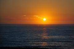 Puesta de sol. (XavierParis) Tags: blue sunset sea summer orange mer color praia beach portugal yellow azul clouds jaune mar nikon laranja playa cu bleu amarillo amarelo prdosol nubes verano nuvens puestadesol xavier t nuages naranja xavi plage couleur hernandez coucherdesoleil espinho verao iberica d700 xavierhernandez xyber75 xavierhernandeziberica
