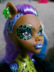 """She has your makeup!"" (Lady Pandacat) Tags: pandacat canong9 pandacatbaby clawdeen tinaangel monsterhigh"