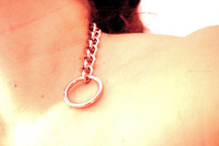 (Angela Schlafmtze) Tags: ring leben corpo hals esistenza collo catene mancanza spalla schulter legami ketten bestand esistere bestehen existieren festbinden