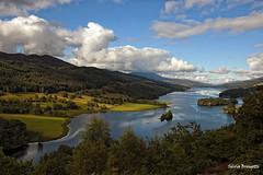 Queen's View - Loch Tummel (silvia brisi) Tags: travel light sky lake reflection water clouds d50 landscape lago scotland highlands nikon nuvole colori viaggi paesaggio scozia lochtummel