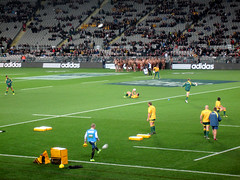 Bledisloe Cup, New Zealand Vs Australia, Eden Park (russelljsmith) Tags: newzealand yellow ball shoes rugby edenpark bald australia auckland shorts allblacks 2012 bledisloecup 77285mm