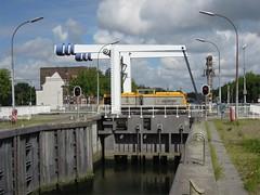 Vlaardingen, Delflandsluis (Ahrend01) Tags: vlaardingen vopak shunter sluis brug ophaalbrug spoorbrug hoekse lijn v100
