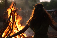 Dancing with the fire (elisa_turci) Tags: dancing madre terra madreterra fuoco fire hair firehair celtic magic druidi ancella bundancelticfestival bundan trib rievocatori rievocatore rune runa