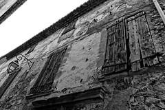 Dcrpit (Pascal.M (bong.13)) Tags: pernes les fontaines vaucluse ruine rue urban village volet vieille street fenetres sonyrx100 noiretblanc blackandwhite