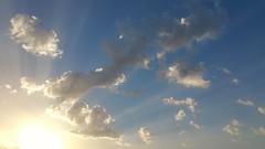 Pinceladas de luz (csmfoto15) Tags: maana amanecer sol rayosdesol rayos nubes cielo dia salidadelsol luz brillante reflejos hazluminoso heaven sun clouds dawn