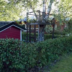 Maja (neppanen) Tags: sampen discounterintelligence helsinki helsinginkilometritehdas suomi finland piv55 reitti55 pivno55 reittino55 maja shack treehouse