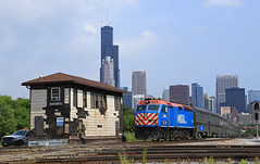 Departing the City (GLC 392) Tags: emd f40phm2 metx 206 metra passenger train railroad raulway sears tower willis 16th street st diamond chicago il illinois downtown down town leaving back distance rock island route