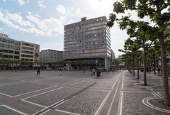Frankfurt am Main - Konstablerwache, Westseite mit Bienenkorbhaus, Mai 2009 (CocoChantre) Tags: bienenkorbhaus deutschland europa frankfurtammain hessen innenstadt konstablerwache welt zeil