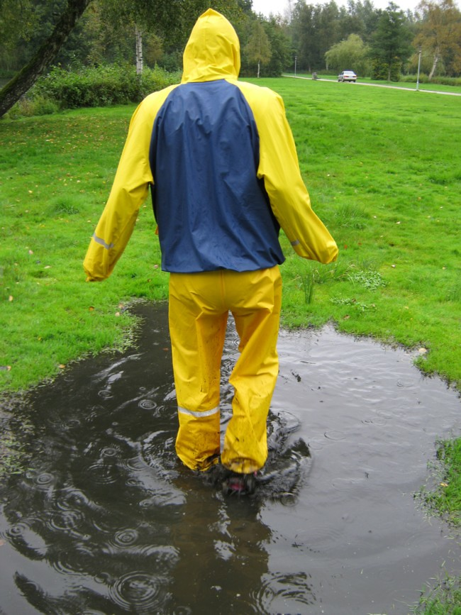 ef7bfdf4 The World's most recently posted photos of rainwear and regntøj - Flickr  Hive Mind