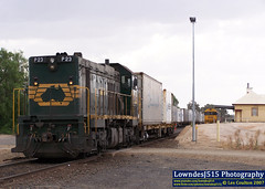 P23, G532 & G512 at Tocumwal (Les 'LowndesJ515' Coulton) Tags: murrayriver containers gclass broadgauge freightaustralia pacificnational tocumwal p23 9354 containertrain g512 pclass g532 rpauvicpclass rpauvicpclassp23 railpage:livery=11 railpage:class=31 railpage:loco=p23