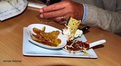os famosos pintxos de San Sebastian (miriam.faleiros) Tags: spain espanha europa comida férias viagem sansebastian mãos donostia almoço anel pintxos paisbasco