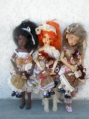 Darlings with sweet dollies... (6luciole) Tags: hope msd stuffeddoll nyssa clothdoll laryssa raggedydoll kayewiggs jpopdolls heliantas chiffondoll bjdartist raouken wendygroskopf