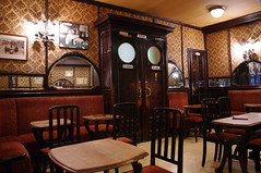 Brussels - Cirio (fabonthemoon) Tags: brussels caf mirror pub belgium belgique spiegel belgi bruxelles artnouveau miroir brussel cirio