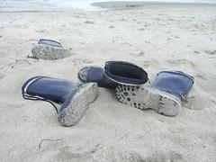 Bild 028 (Katrin Koser) Tags: ocean sea summer sun white holiday beach water sunshine strand happy see sand shoes meer boots weekend sommer urlaub wave sonne ostsee chillen gummistiefel homeland gumboots mecklenburgvorpommern hövet katrinkoser