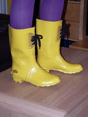 Indoor shoot 015 (Glimmer Rat) Tags: wellingtonboots wellies rubberboots gummistiefel wellingtons gumboots rainboots