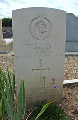 Warcup. Royal Signals 1945. Villeneuve-Saint-Georges communal cemetery, France (Grangeburn) Tags: france royalsignals commonwealthwargravesvilleneuvesaintgeorgesgravescemeteryburialgroundssoldiersairmen ewarcup