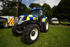 Police Tractor (jon lees - moving) Tags: newhollandtractorpolice psni policeserviceofnorthernireland farm machinery north down traction engine club