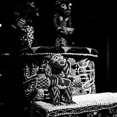 Mandu Yenu Thronsessel mit Stufe (ngwuo; rwe mfon) (dirksachsenheimer) Tags: ausstellung berlin dahlem deutschland dirksachsenheimer ethnografie ethnographie ethnologie ethnologischesmuseum ethnologischesmuseumberlin germany geschichte museum nikon nikond800 sw sammlung staatlichemuseenzuberlin volk vlker vlkerkunde blackandwhite ethnography ethnology exhibition historical monochrom schwarzweis
