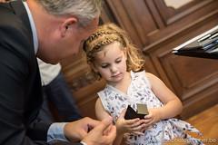 De schattigste ringdrager (yvesrecour) Tags: burgemeester huwelijk meisje ring ringdrager ringen