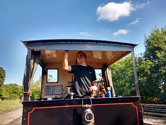Cleaning On A Sunny Afternoon (Tanllan) Tags: steam locomotive hudswell clarke wdlr leighton buzzard narrow gauge railway railroad heritage ww1 great war department light