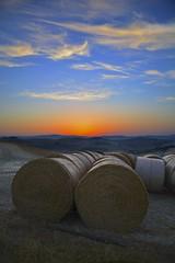 Summer morning in Asciano (Antonio Cinotti ) Tags: landscape paesaggio toscana tuscany italy italia siena hills colline campagnatoscana cretesenesi asciano nikond7100 nikon d7100 rollinghills nikon1685 sunrise dawn alba rotoballe summer