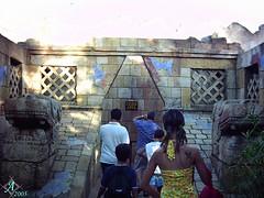 Isla Mgica 2005 (lalex24) Tags: cola atraccion maya