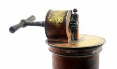 Irrigateur du Dr guisier (France, 2me moiti du 19me sicle) (Cletus Awreetus) Tags: mdecine irrigateur lavement nma enema antiquit mtal cuivre mcanisme cl engrenage