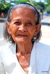 portrait of an old woman (ubo_pakes) Tags: old portrait people woman white smile face lines hair person photography grey nikon asia dress philippines towel warts cebu wrinkles visayas straat d60 liloan ubo pakes mygearandme