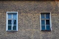 Waldeggstrae, Linz (austrianpsycho) Tags: windows building linz fenster haus jalousie vandalism hin gebude zerstrt zerstrung schaden vandalismus schrecklich verwstung eingeschlagen westring grauenhaft waldeggstrase