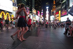 Time Square (Gwenaël Piaser) Tags: new york light usa newyork america canon eos couple angle wide july wideangle tokina timesquare 7d canoneos 116 2012 atx etatsunis amerique 1116mm eos7d canoneos7d unlimitedphotos tokina1116mmf28 tokinaaf1116mmf28 gwenaelpiaser atx116prodx