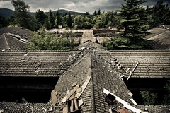 Izarra international College (Igorza76) Tags: school roof abandoned college chair internacional huts international colegio silla ruinas escuela alava tejado incendio deserted burntout tejados vitoria gasteiz burnet araba sute abandono izarra abandonado ruinoso teilatua teilatu internado eserleku aulki abandonatu hustu ikastetxe izarrainternationalcollege deslai