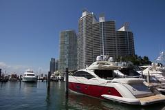 Azimut 68S Yacht.jpg (Bob's Corner) Tags: florida yacht miami southbeach luxuryyacht estasi muranograndesouthbeach azimut68syacht luxaryyacht