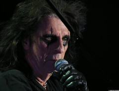 20120808_13 Alice Cooper at Liseberg | Gothenburg, Sweden (ratexla) Tags: show life people musician music man men guy celebrity rock musicians gteborg person concert europe artist tour rockstar sweden earth live famous gothenburg gig performance guys dude entertainment human liseberg artists rockroll horror shock celebrities sverige celebs rocknroll musik dudes scandinavia celeb humans scandinavian konsert 2012 alicecooper goteborg tellus homosapiens organism storascenen photophotospicturepicturesimageimagesfotofotonbildbilder notintheeternityset canonpowershotsx40hs 8aug2012