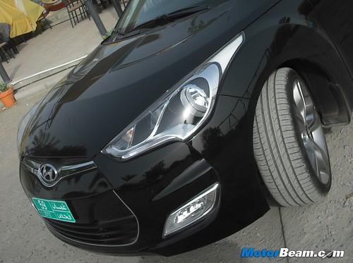 2012-Hyundai-Veloster-09