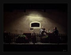 La cena (Pedro Serrano [pedrisho]) Tags: window dinner ventana noche czechrepublic ceskykrumlov cena fenetre serrano repblicacheca