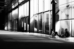 (Florence Bonnin) Tags: bw individus photoslasauvette bnf candid contraste contrejour fuji gomtrie lumire ombre paris reflet rue street