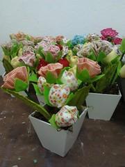 Encomenda Vasos de flores em tecido 100% algodo (Rossandra Nascimento) Tags: tulipas rosas vasos flordetecido cachep tulipadetecido vasinhosdemdf lembranatemajardim