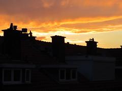 Zonsondergang in Den Haag (Loniview) Tags: sunset cloud sun netherlands rain zonsondergang den nederland wolken hague haag zon regen regenbui vruchtenbuurt