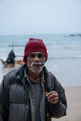 _D801769 (Janakajj) Tags: ocean old sea man work fishing fisherman south cigar labour srilanka 2012 ruhuna dikwella donra
