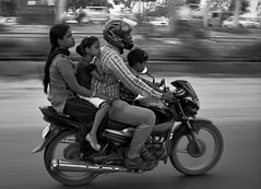 family ties (NandalaI) Tags: street family india famiglia newdelhi herohonda familyties