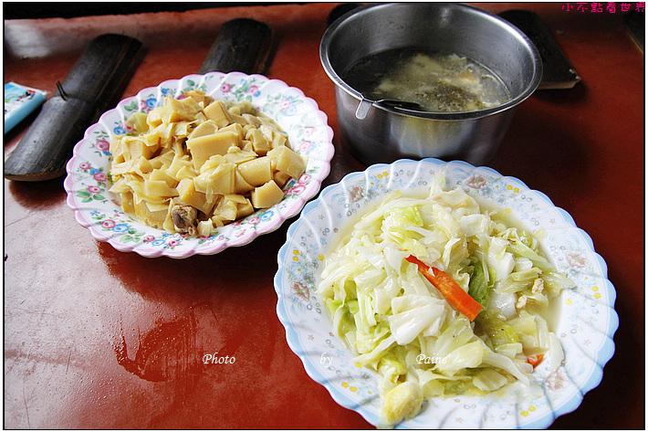 溪頭天鵝湖茶花園竹筒餐 (1).JPG