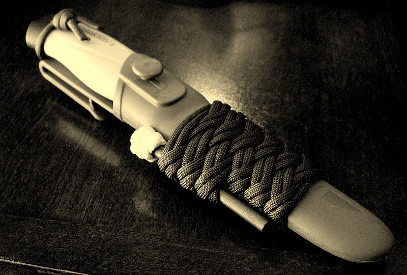 The world 39 s best photos of firesteel and knife flickr for Paracord wallpaper